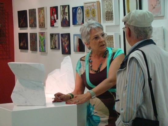 Asunción Robles con Modesto Llamas Gil, en una exposición colectiva en la galería.